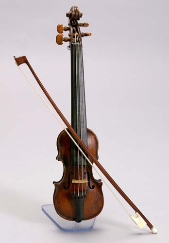 NMM 2681.  Dancing master's fiddle attributed to Richard Tobin, London, early 19th century.