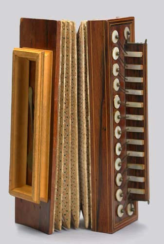 NMM 2663.  Accordion attributed to M. Busson, Paris, ca. 1830.